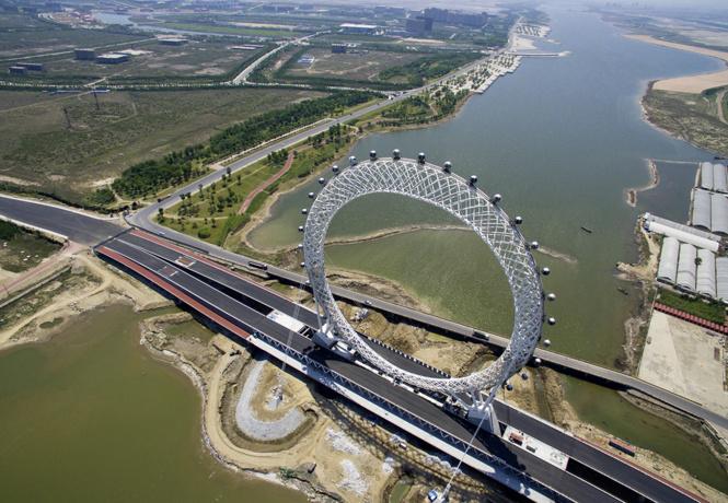 Полюбуйся: самое большое безосевое колесо обозрения в мире!
