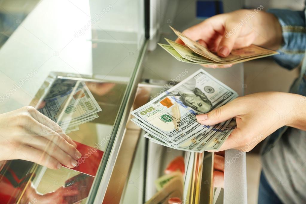 При обмене валюты россияне будут платить налог 13%