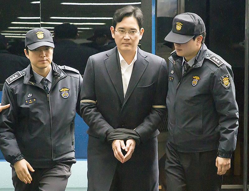 Главу Samsung приговорили к 5 годам тюрьмы