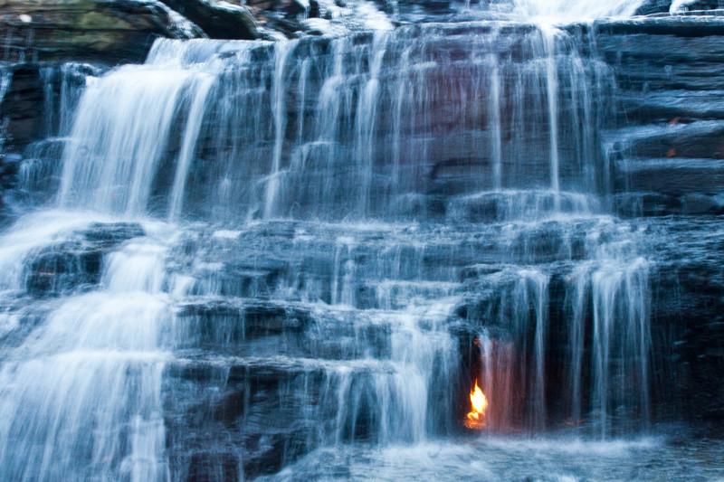 15. Водопад вечного огня, Нью-Йорк, США загадка, земля, природа, явление