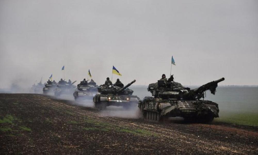Киев направил тяжелое оружие к границам Донбасса