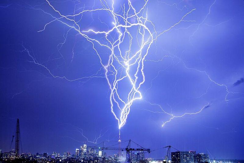 Гнев небес.Мощные удары молнией