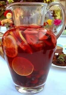 Сангрия (Sangria)   Самый популярный напиток Испании