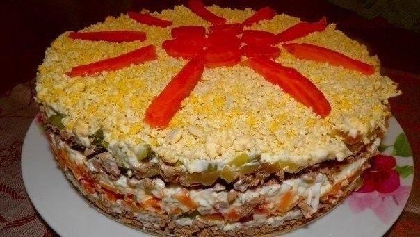 Обалденный слоеный салатик с нежной печенкой