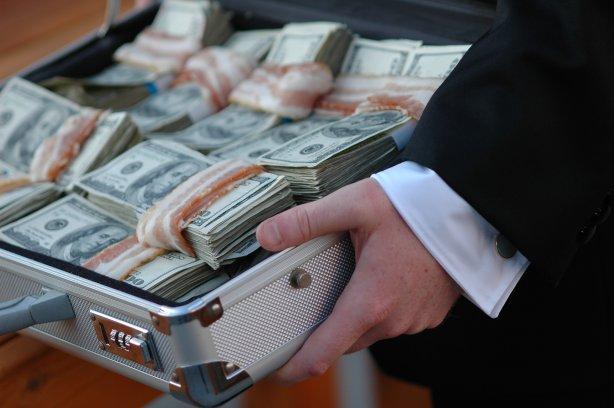Четверть россиян предложили наказывать за взятки начальников коррупционера