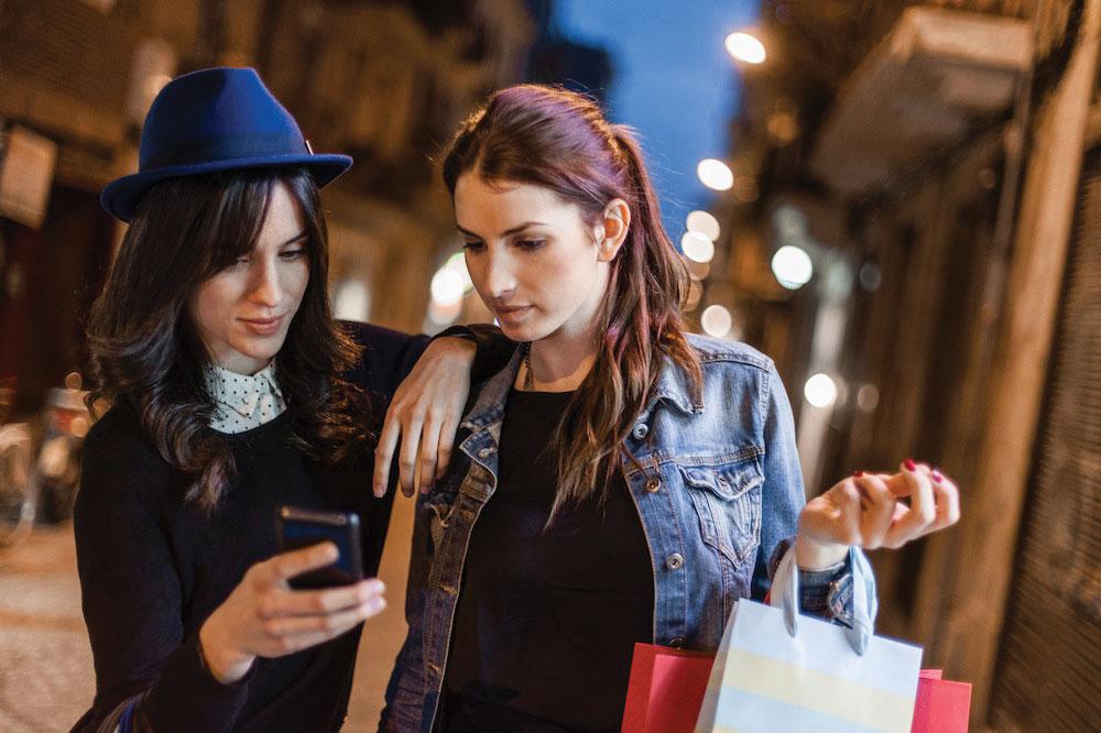 Технологии на благо моды: новое приложение расскажет, где незнакомка купила свою одежду