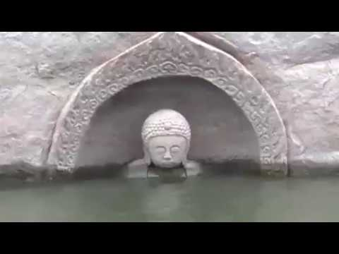 В Китае из-под воды показалась древняя статуя Будды