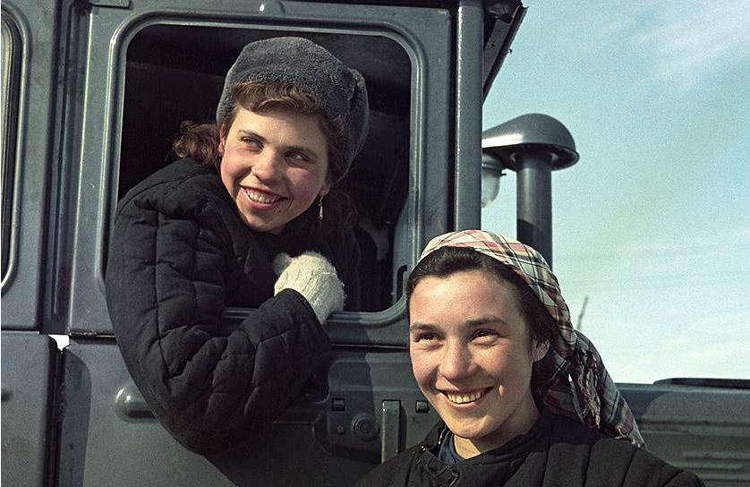 Постановочные фото советской жизни.
