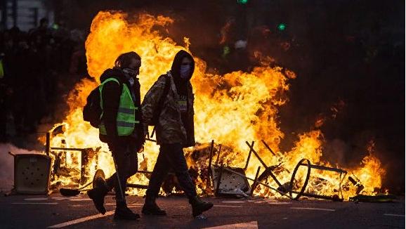 Франция: антироссийское шоу вместо разговора по существу