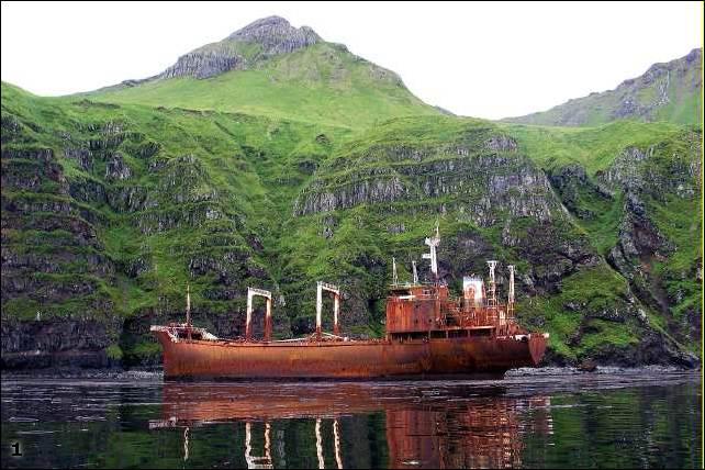 Затонувшие и брошеные корабли.