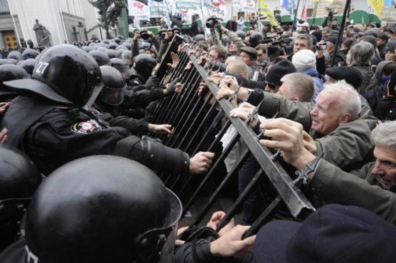 Владимир Олейник прогнозирует беспощадные бунты по всей Украине