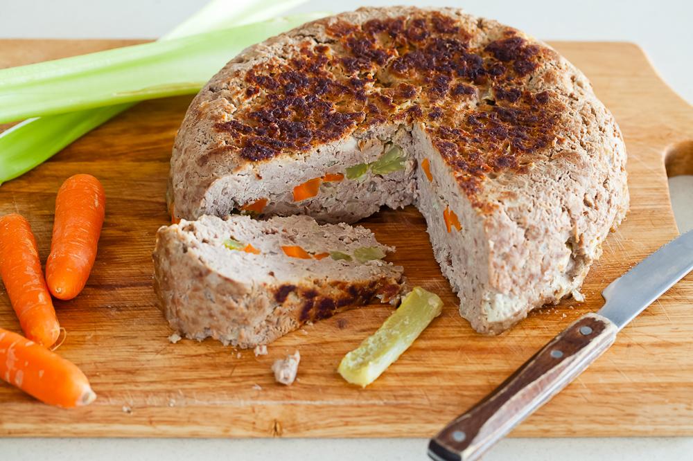 Рецепт. Мясная запеканка с морковью и сельдереем в мультиварке