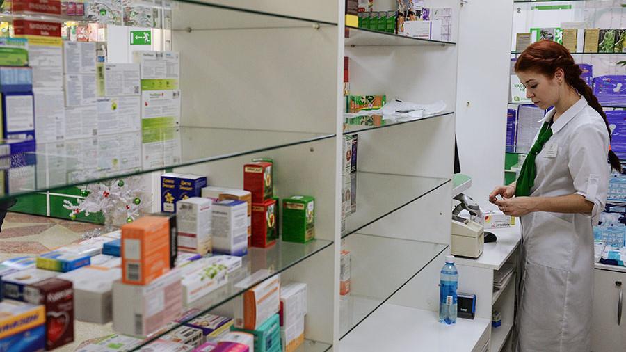 О платной медицине помолчим: Четверти россиян не хватает денег на таблетки