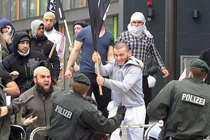 Жёсткое задержание мигрантов в Москве набрало миллион просмотров в Европе и США (видео)