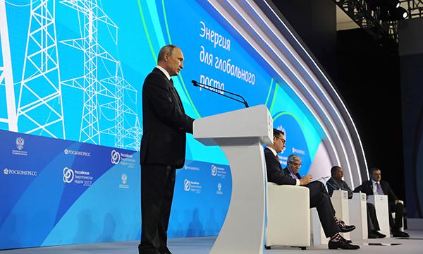 Реальные доходы россиян начали восстанавливаться – Президент РФ