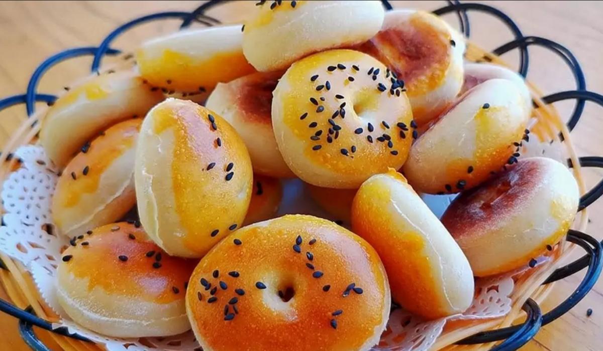 Мягкие и воздушные: булочки из остатков картофельного пюре. Готовятся просто и быстро, а остаются свежими несколько дней
