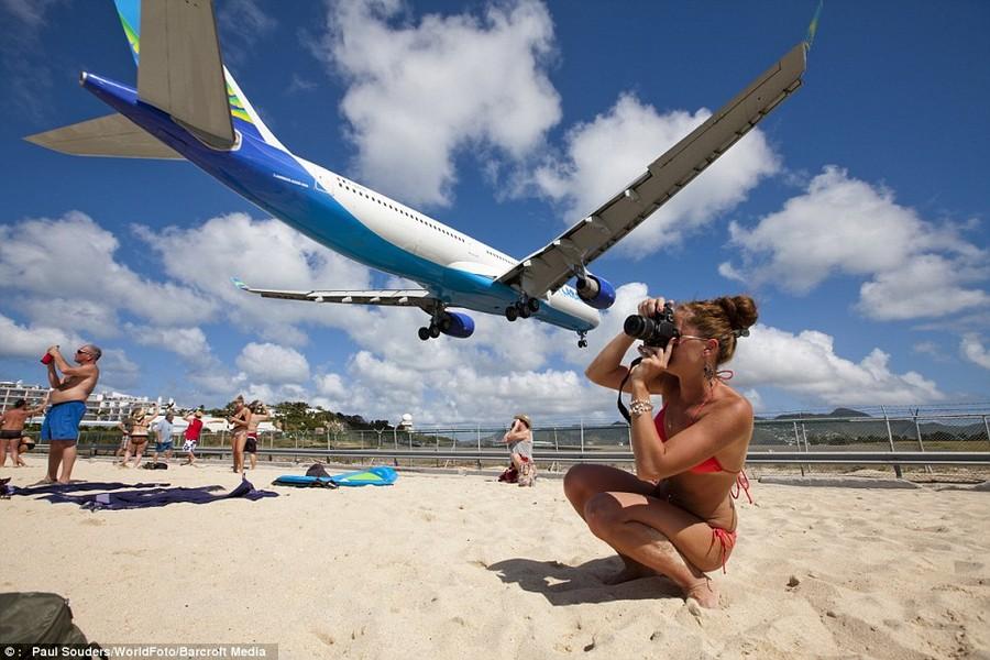 Экстремальный пляж у взлетно-посадочной полосы. Фоторепортаж
