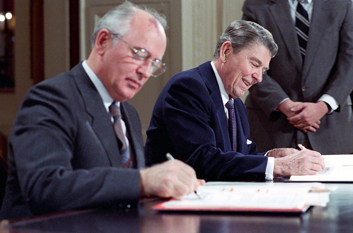 Мы с Горбачевым проиграли