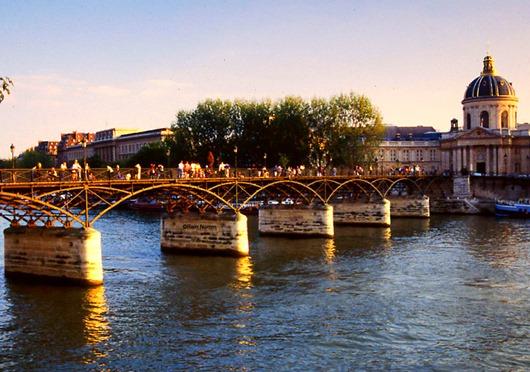 The-Pont-des-arts-Paris1