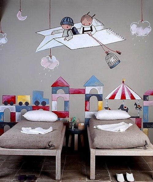 Декор на стене в детской комнате