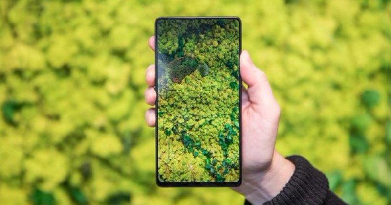 Китайская компания Vivo представила смартфон с двумя экранами