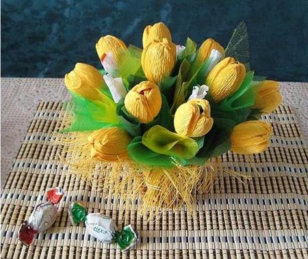 Тюльпаны из конфет пошагово