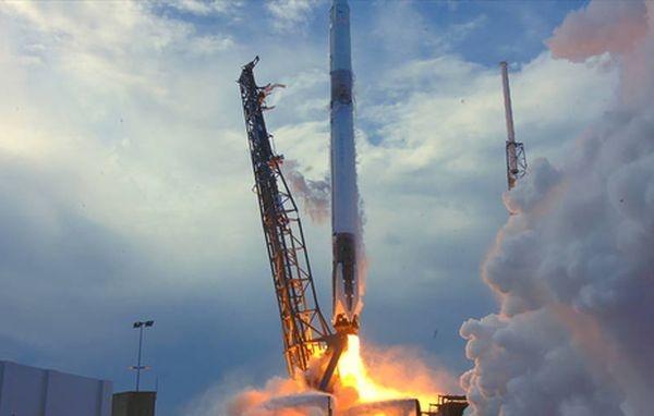 Ракета Falcon 9 вывела наорбиту корабль Dragon сгрузом для МКС