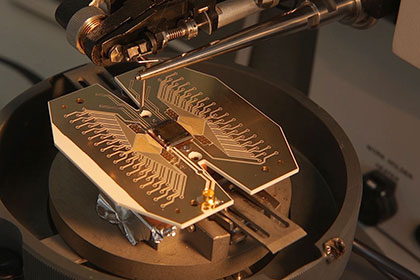 Ученые построят квантовый компьютер размером с футбольное поле