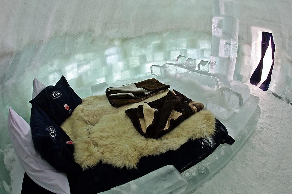 8 самых удивительных ледовых отелей мира-14