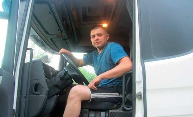 Дальнобойщик показал себя настоящим мужиком на дороге и проучил наглеца на иномарке