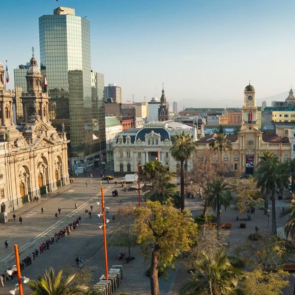 Приезжая в Сантьяго, столицу Чили, если вам хочется окунуться в городскую жизнь, можете остановиться в районе Баррио Ластарриа, в котором есть не только куча баров и ресторанов, но даже центр современного искусства.