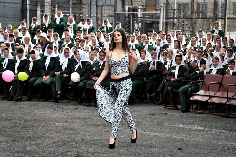 Показ мод в женской исправительной колонии Тюрьма, девушки, зона, мода, показ, россия, события, фото