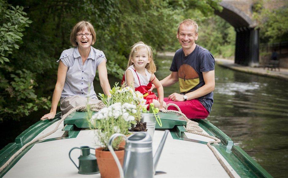 Лондон сегодня: молодая семья живет  в лодке  26 метров на четверых