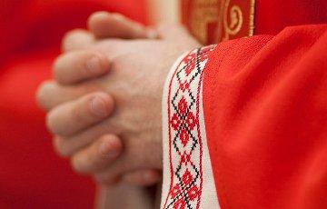 Почему католического священника власти боятся больше, чем четырех тысяч вагонов армии РФ?