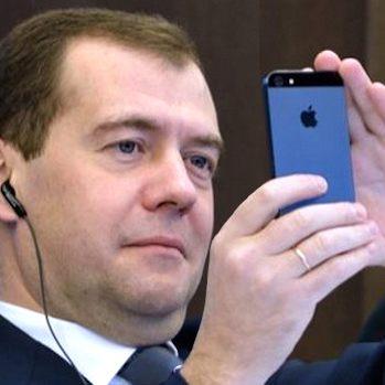 Медведев скоро придумает, как победить бедность