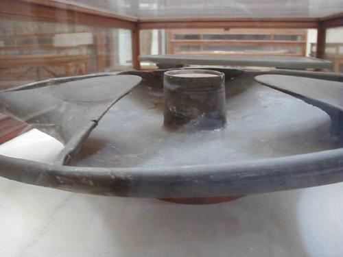 Возраст диска Сабу насчитывает не менее 5000 тысяч лет, несмотря на наличие нескольких теорий, объясняющих происхождение загадочного диска, его секрет до сих не разгадан.