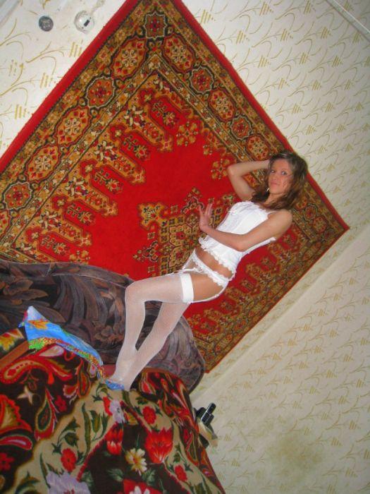 Симпатичные девушки, которые любят фотографироваться у себя дома (48 фото)