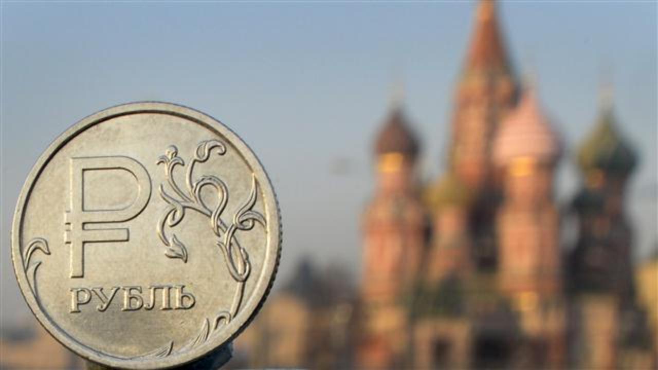 Курс рубля вырос в начале торгов после сильного падения накануне
