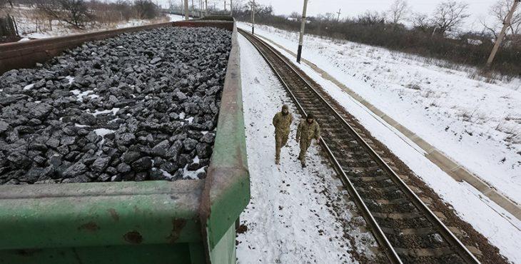 Мы подошли из-за угля: украинские радикалы заблокировали движение поездов из России