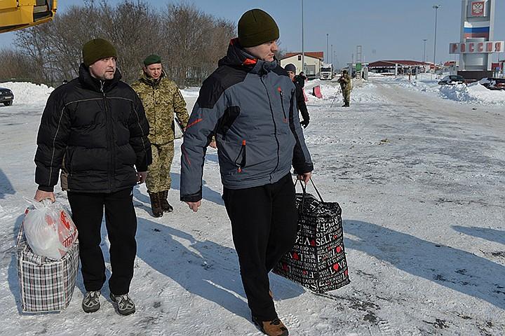 Появилось видео обмена пленными пограничниками в Белгородской области