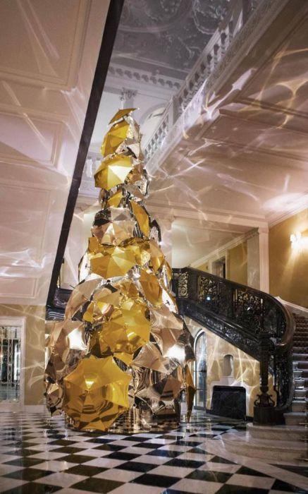 20 самых невероятных новогодних елок в мире