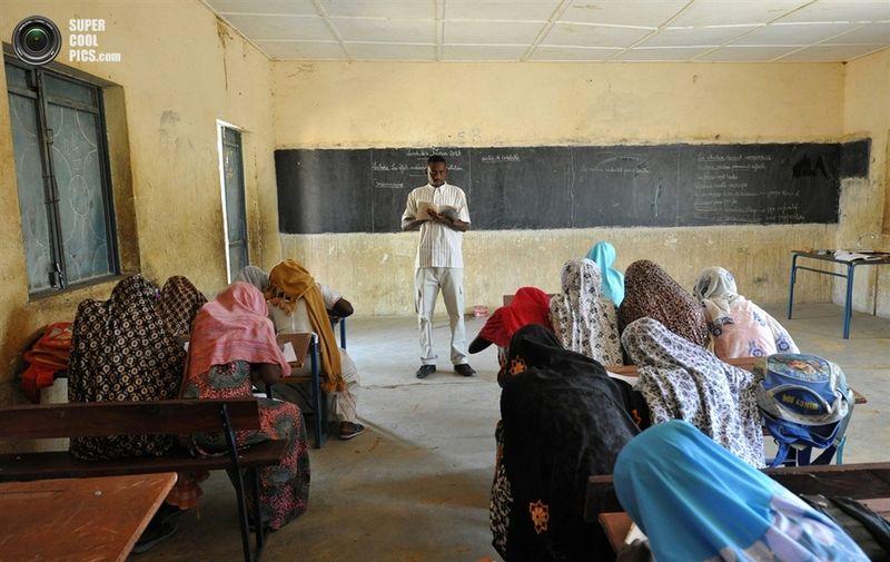Учительница с учеником после уроков 6 фотография