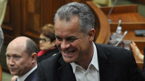 Лидер молдавских либералов приполз на коленях к местному олигарху