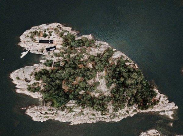 Семейная пара купила себе остров и построила там несколько домов остров, кухня, сауна, мастерская, Дизайнеры, столовой, автономными, делать, пришлось, хранения, места, инструменты, только, вмещает, которая, Неподалеку, организовали, кухни, летней, появляется