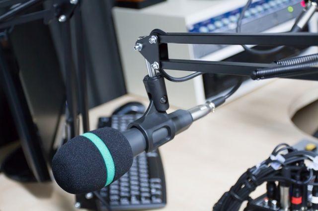 Дуэт радиоведущих в Швейцарии вел прямой эфир более 100 часов