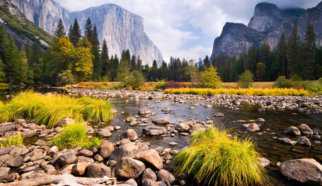 Национальный парк Йосемити США Три тысячи квадратных километров уникальных горных ландшафтов, гранитные скалы, водопады и секвойи: Йосемити по праву считается одним из лучших Национальных парков страны.