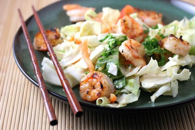 Салат из пекинской капусты с креветками и сыром