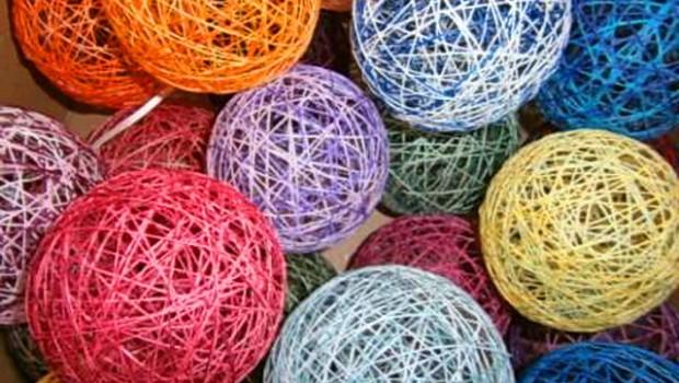 Декоративные клубки из ниток