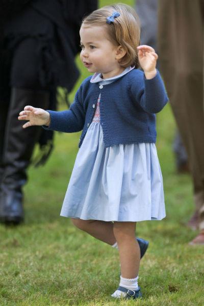 Шарлотта всегда любила платья с расклешенными юбками