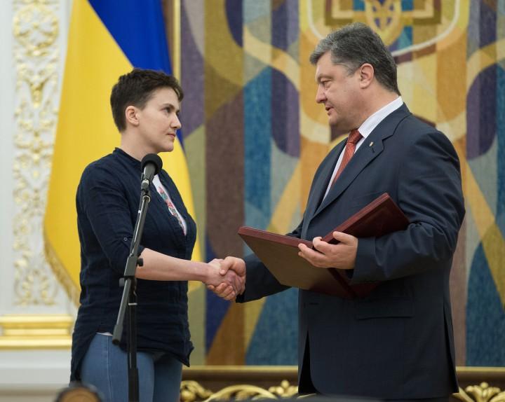 Савченко назвала Порошенко слабым президентом без стержня